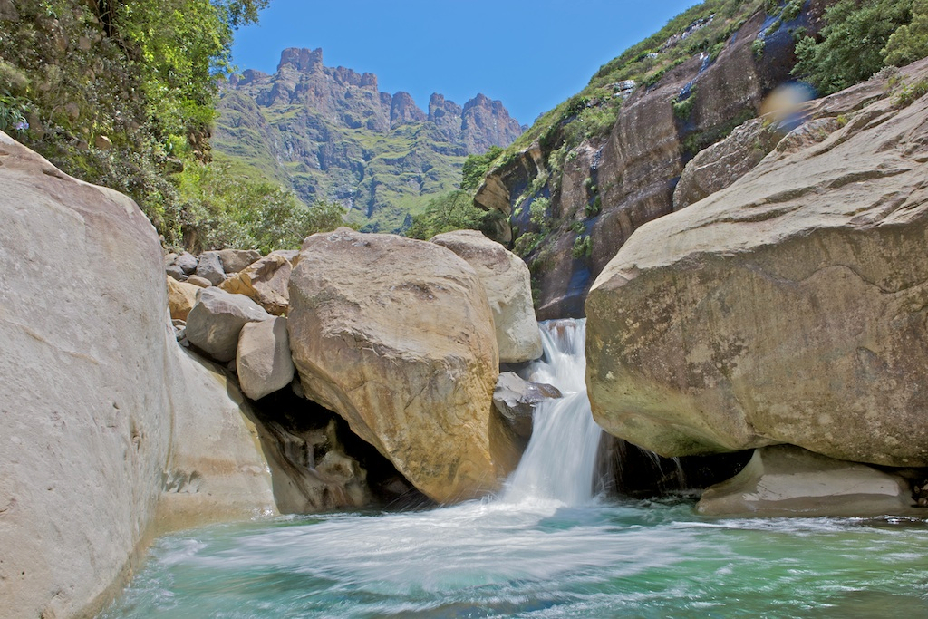 An image showing the Tugela River flowing through the Tugela Gorge.
