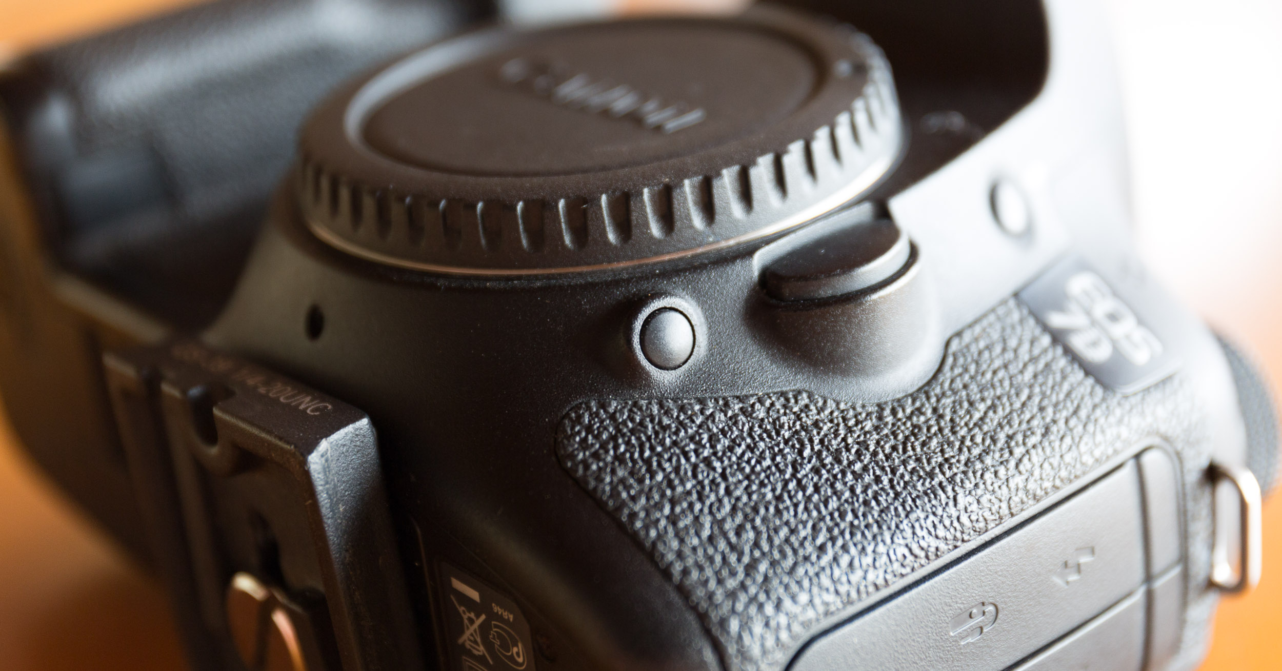Centre of frame: the mysterious depth-of-field preview button.