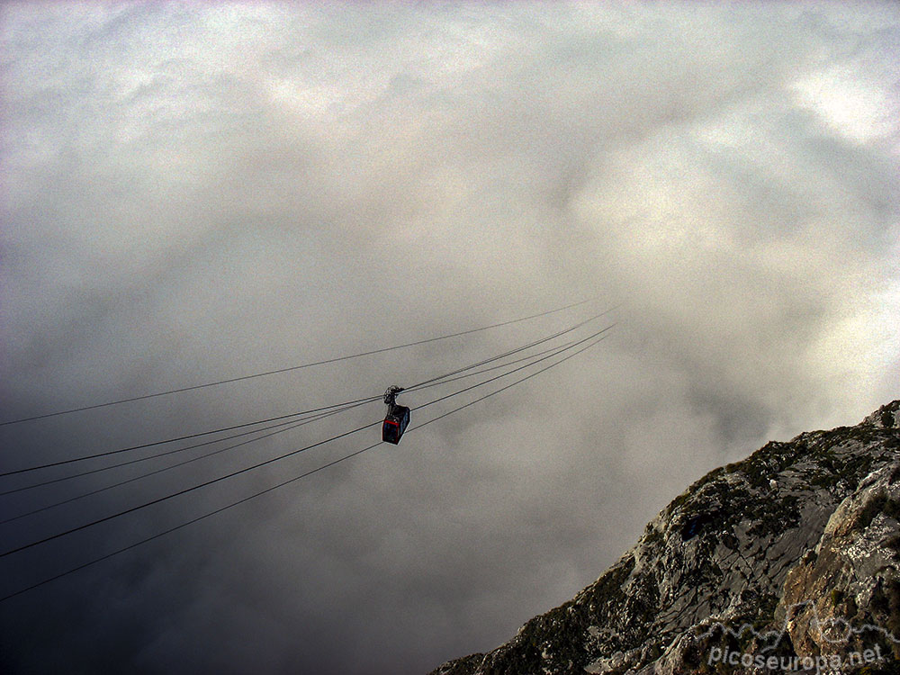 Cabana Veronica is rendered more accessible by an 800m cable car, or  Teleferico  that rises steeply through the clouds.