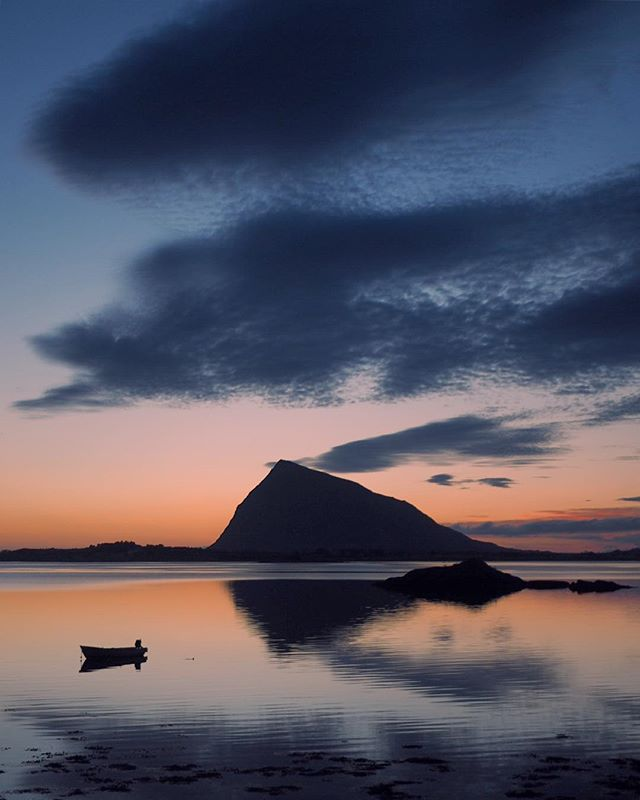 """The land of The Midnight Sun ✨ """"Night was coming on again; the sun just dipped into the sea and rose again, red, refreshed, as if it had been down to drink. I could feel more strangely on those nights than anyone would believe …"""" Excerpt from Knut Hamsuns Pan (1894) #midnightsun #lofoten #norway #visitnorway #midnattsol"""