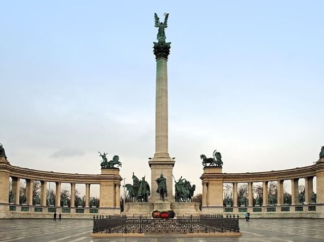 Visiting Hero square is one of the tops things to do in Budapest. ⁠ ⁠ LINK IN BIO to check out the full list. ⁠ ⁠ repost ( #📷 @first_lady_image_style_academy )