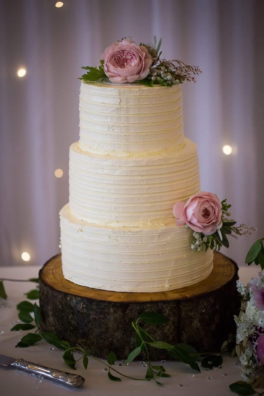 natural-wedding-cake-flowers.jpg.jpeg