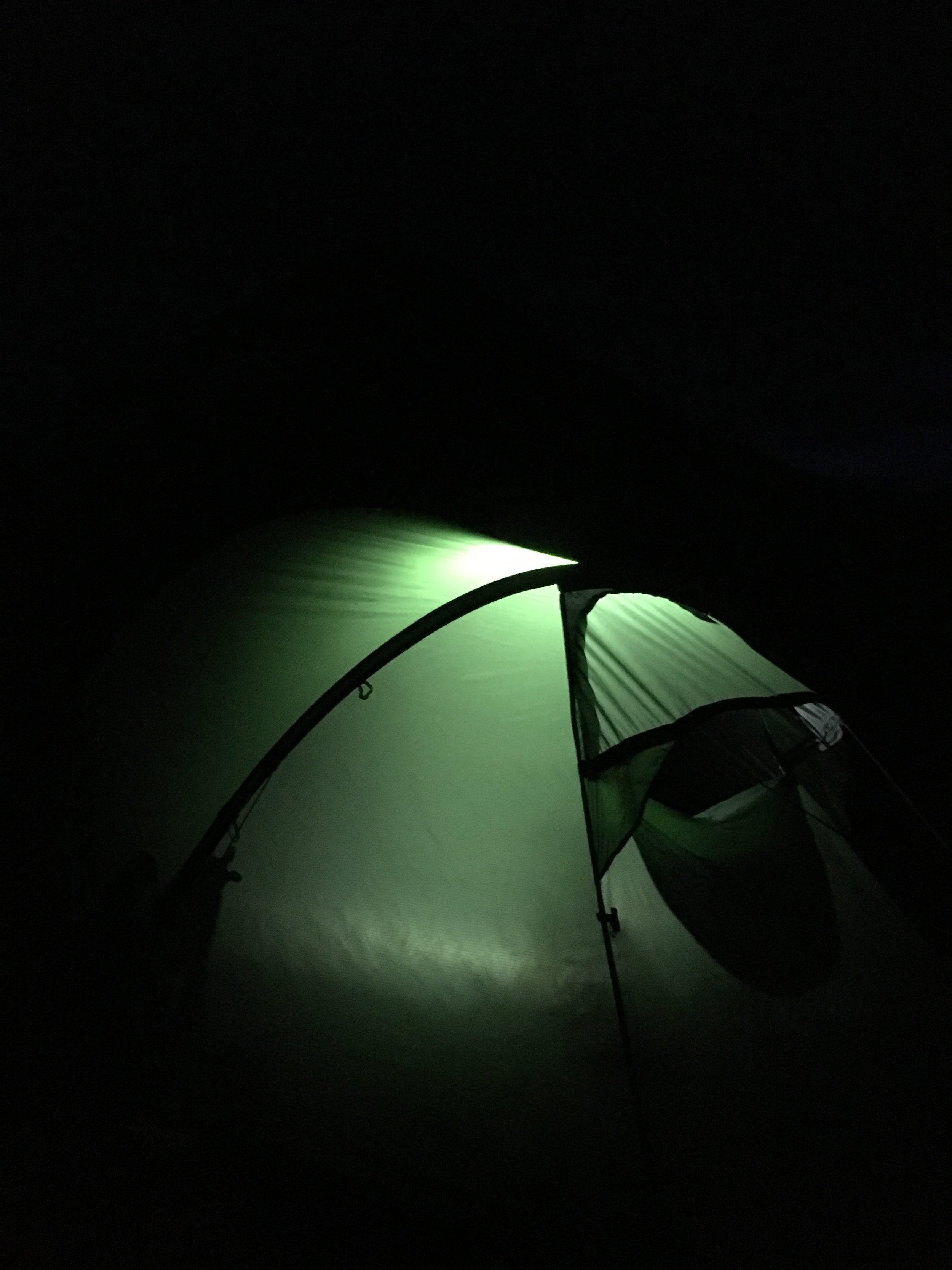 Godmorgen fra teltet. Jesper roder rundt og gør sig klar. Klokken er lidt over 4.