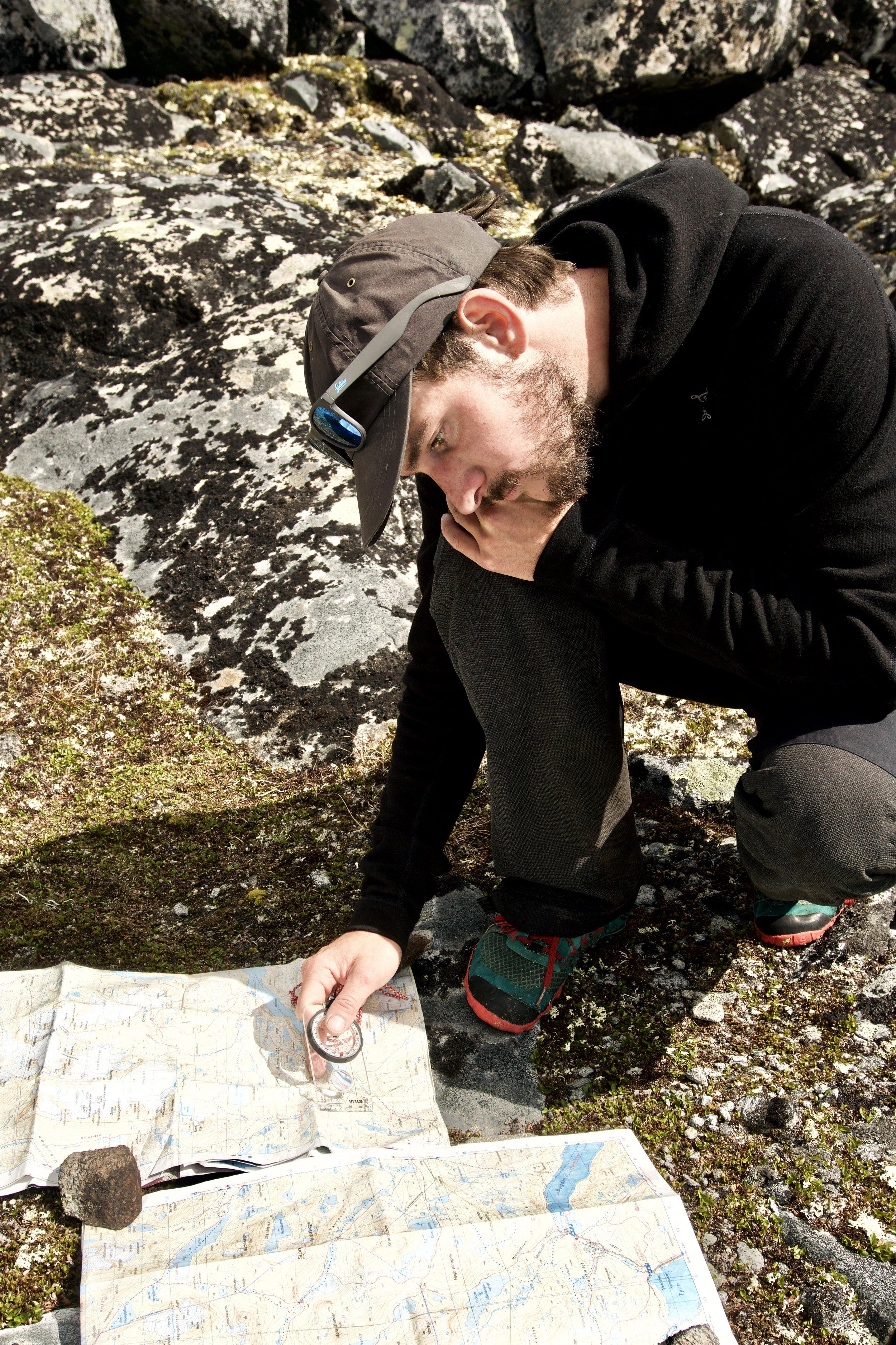 I passet mellem  Hinnotjønne  og  Semeltinden  skal der kigges kort og øves krydspejlinger.