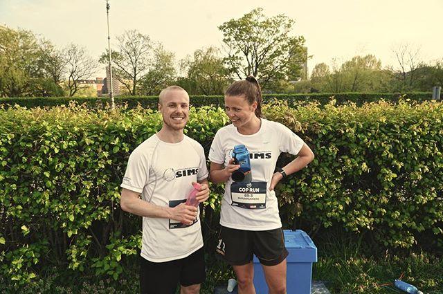 Med disse to skønne løbere, deltog vi for #panumrunners ved @sayskycph COP-RUN 2019. 5 omgange på 1.000 meter per mand, i smuk stafet-kaos rundt om Skt. Jørgens Sø. Verdens sjoveste måde at løbe intervaller på en tirsdag! - #coprun #saysky #løb #dehurtigetyper
