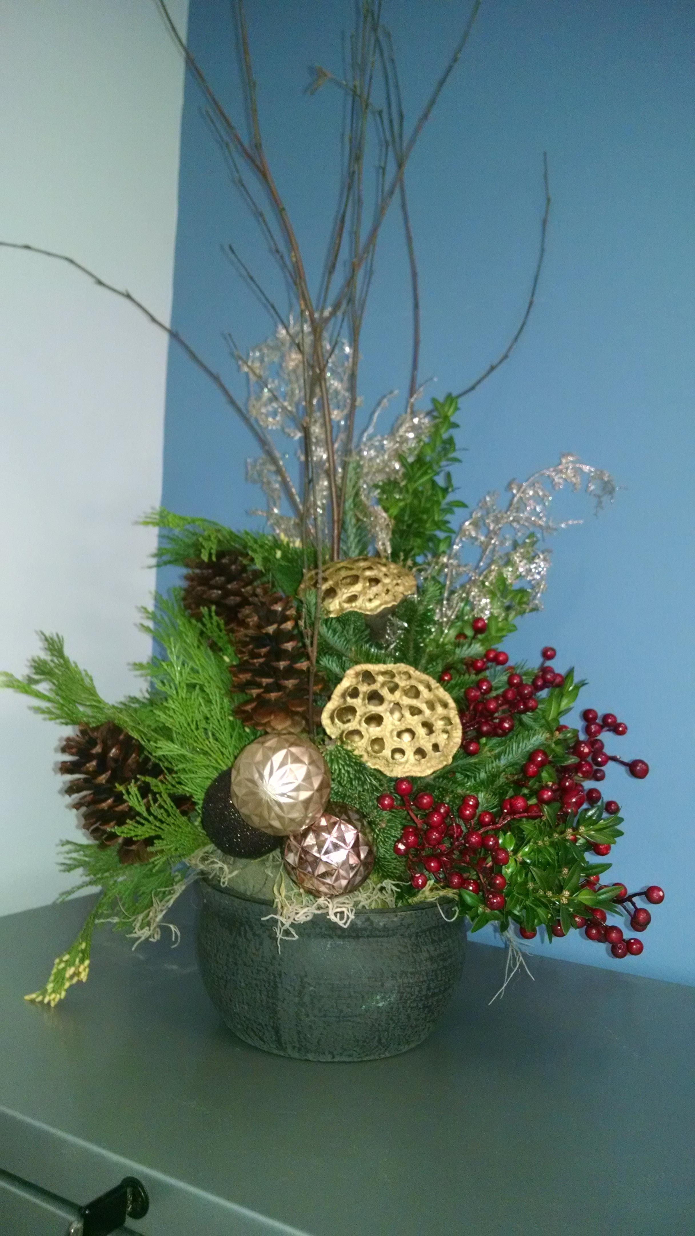 C- Centerpiece golden honeycomb and red berries.jpg