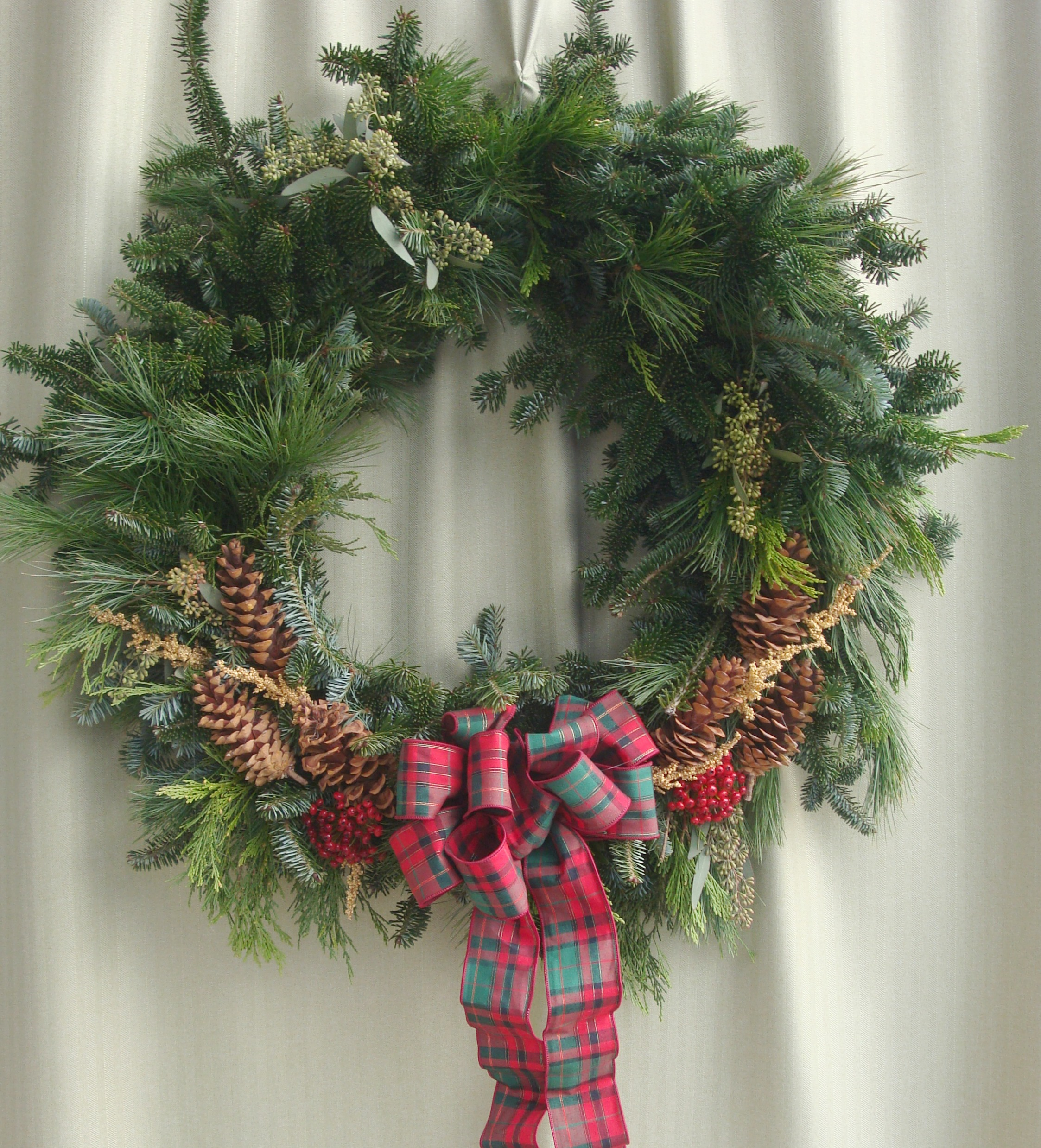 W- Country wreath with the bow on the bottom.jpg