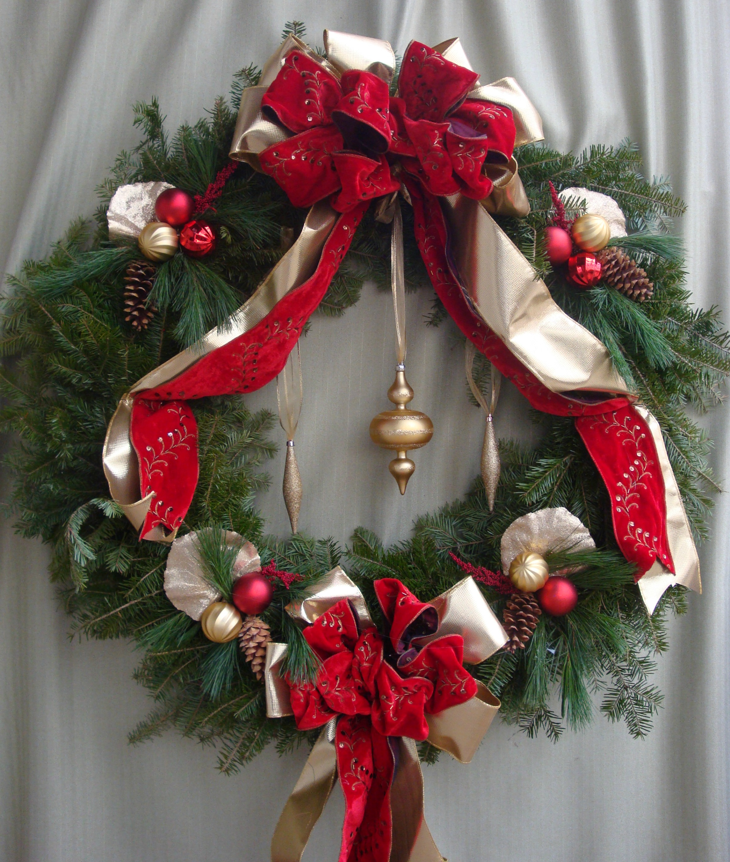 W- Large wreath with double ribbon.jpg