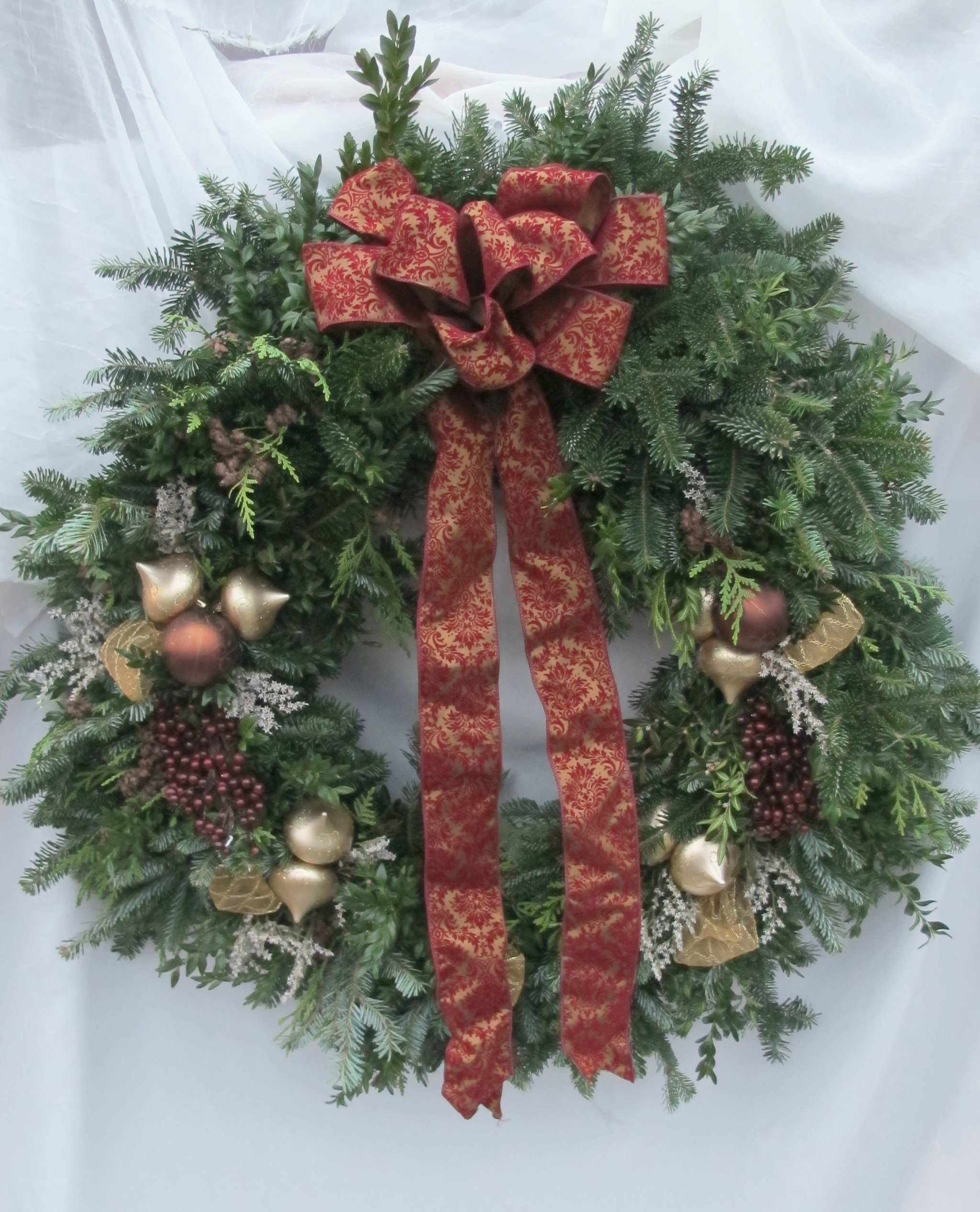 W- Mixed wreath wtih gold and classic bow.jpg