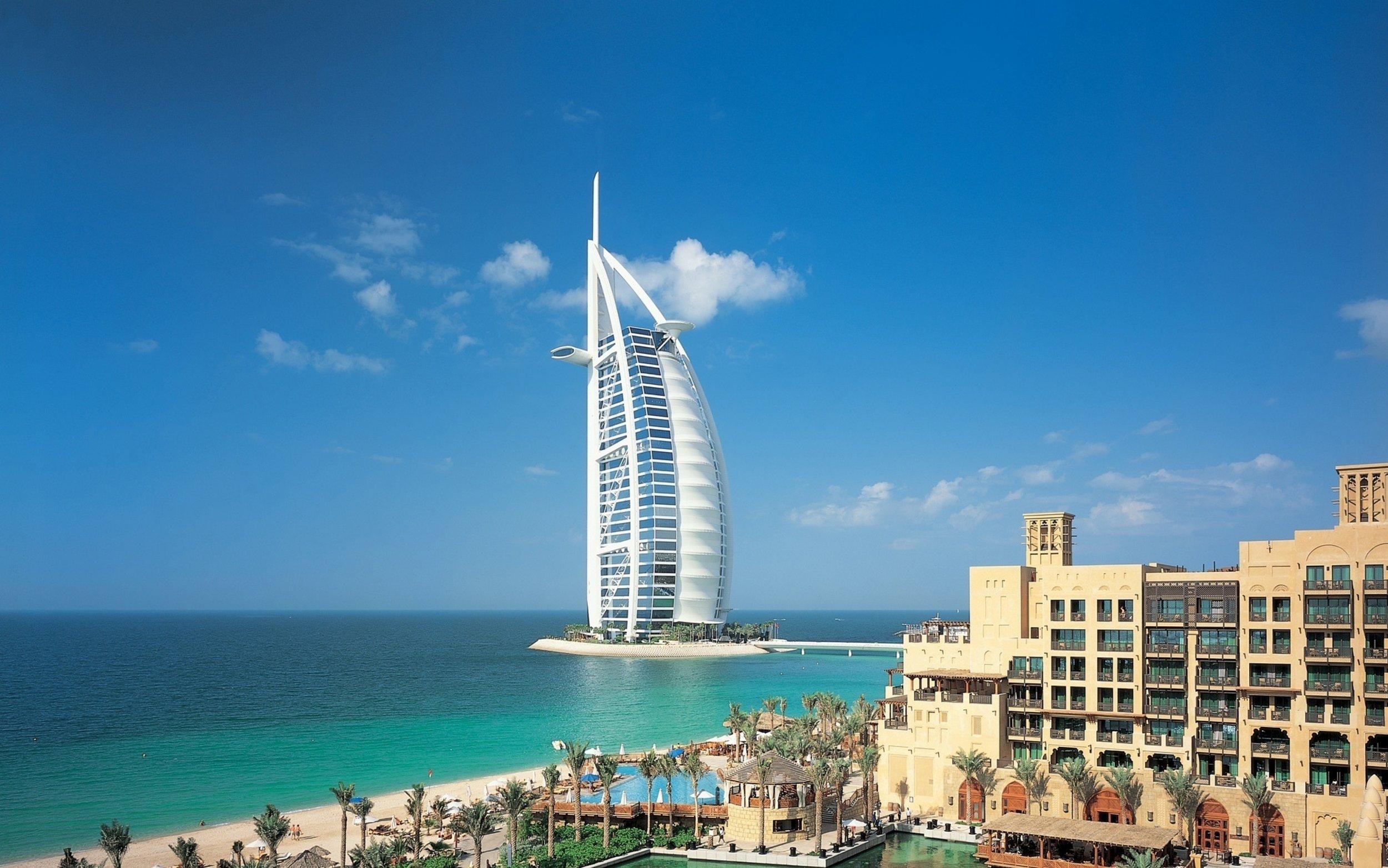 dubai_united_arab_emirates_city_sky_clouds_buildings_sea_river_water_58908_3840x2400.jpg