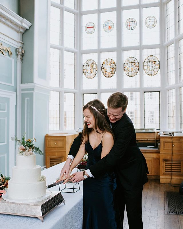 Hello Monday 👋🏼⠀ ⠀ Not only were these two the sweetest, kindest couple ever (not even exaggerating - they made me feel SO welcome at their wedding celebrations* 💕), but the photos I got to capture for them are definitely, without a doubt, some of my favourites from last year!⠀ ⠀ Just look at this cake cut moment 🥰 They had all the giggles, all the time. #couplegoals⠀ ⠀ -⠀ *not a typo- they decided to have a small London ceremony with a bigger reception later in the year at the Cambridge college where they originally met. Cuuuute much?!⠀