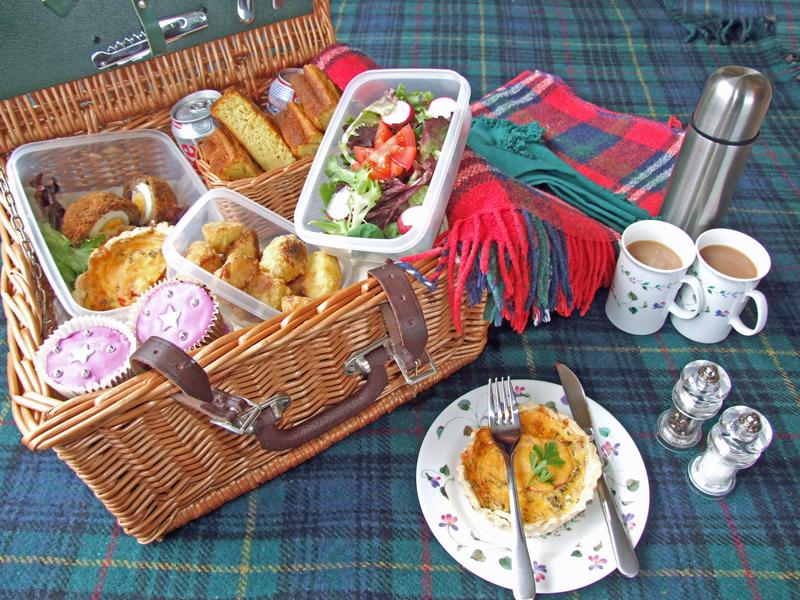 Picnic_basket_food.jpg