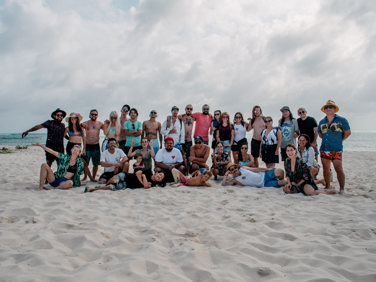 The whole crew at Punta Sur. Pic by  Yoshi Travel .
