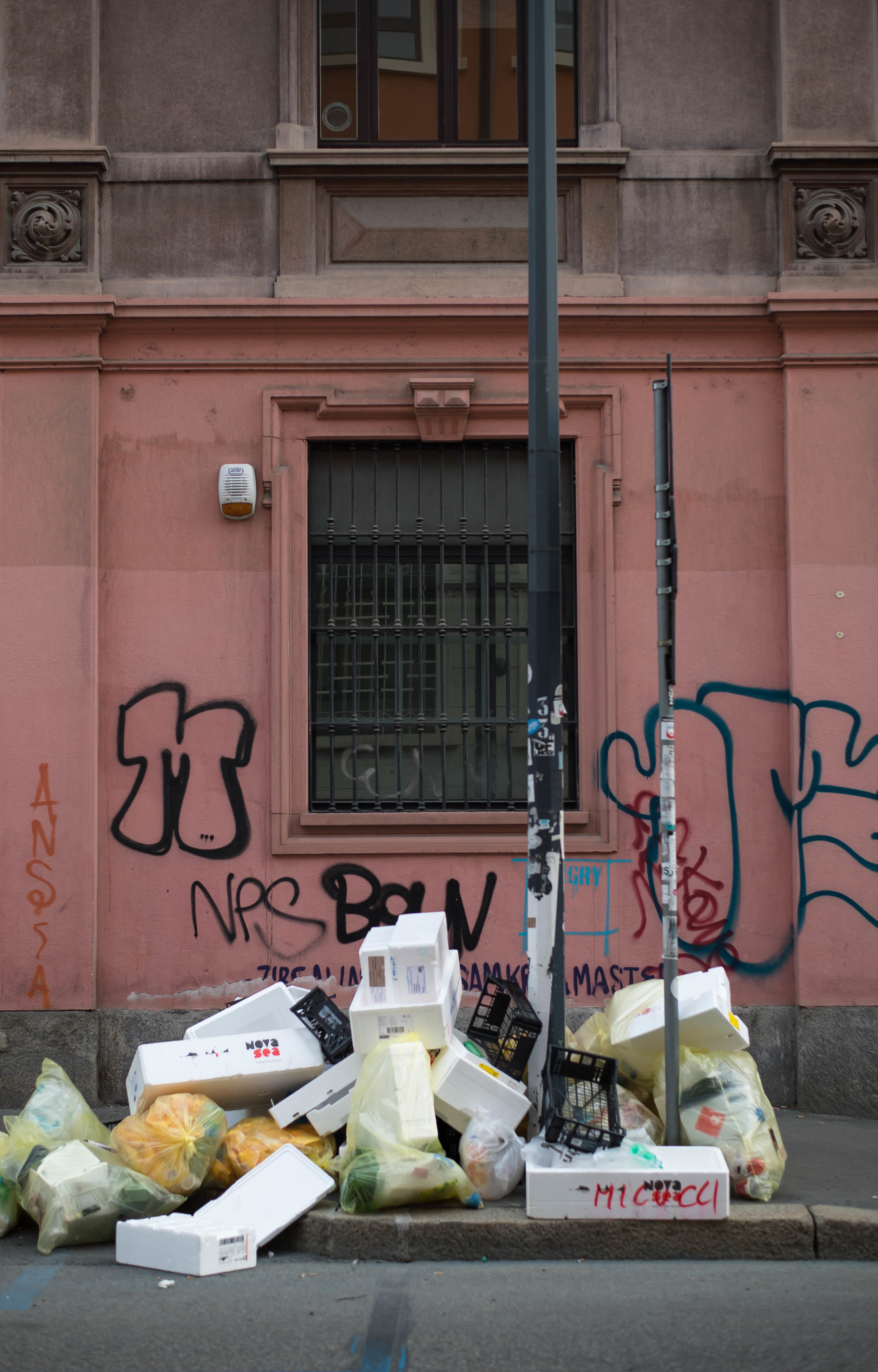 2015_10_24 milano_italia tortona garbage 1 V1.jpg