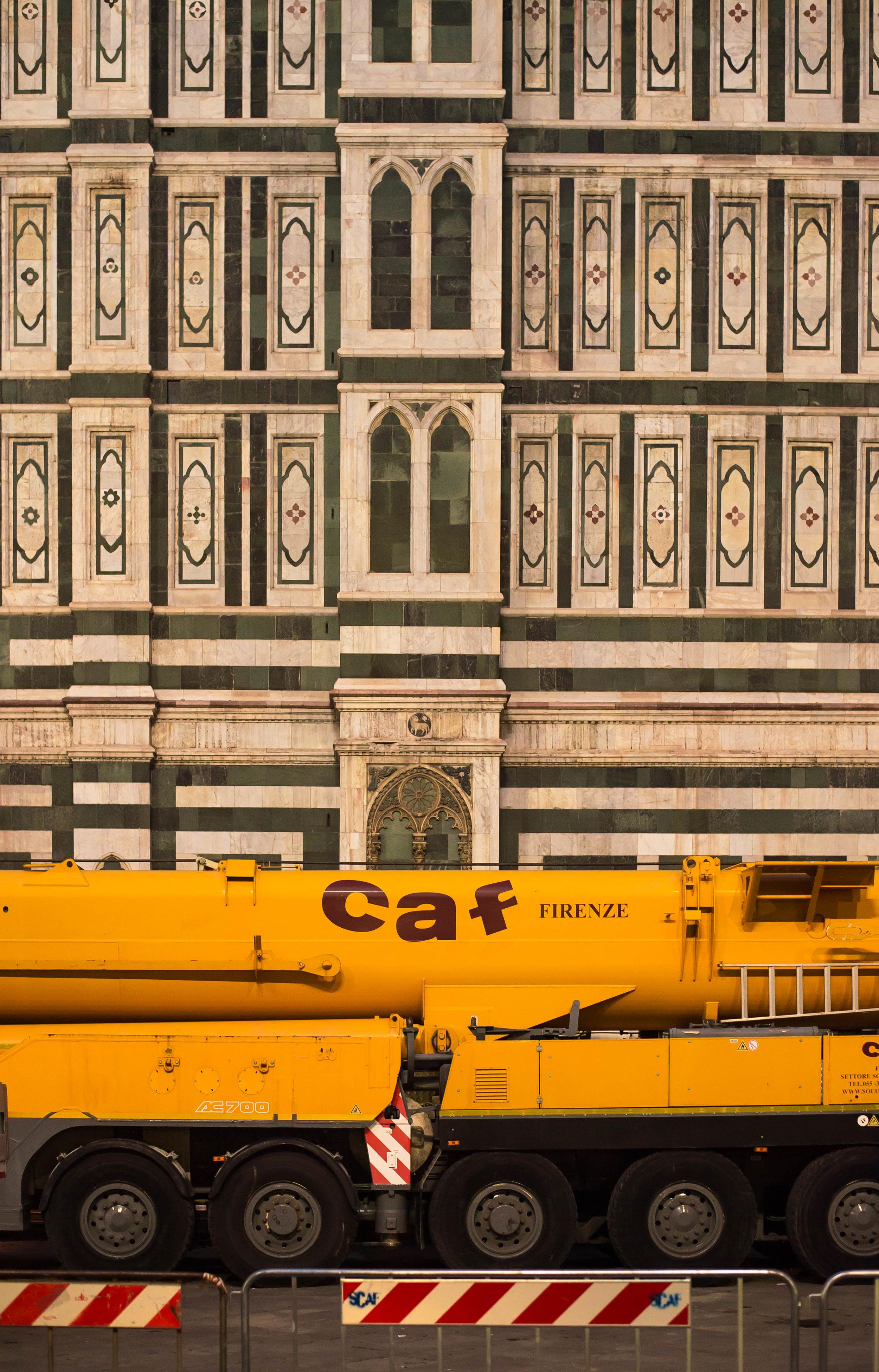 2017_11-22 duomo truck firenze italia.jpg