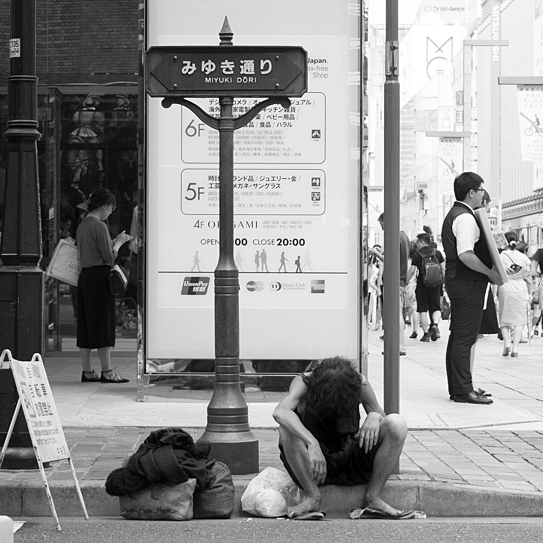 2016-08-20-jp-tokyo-ginza-homeless-02-web.jpg
