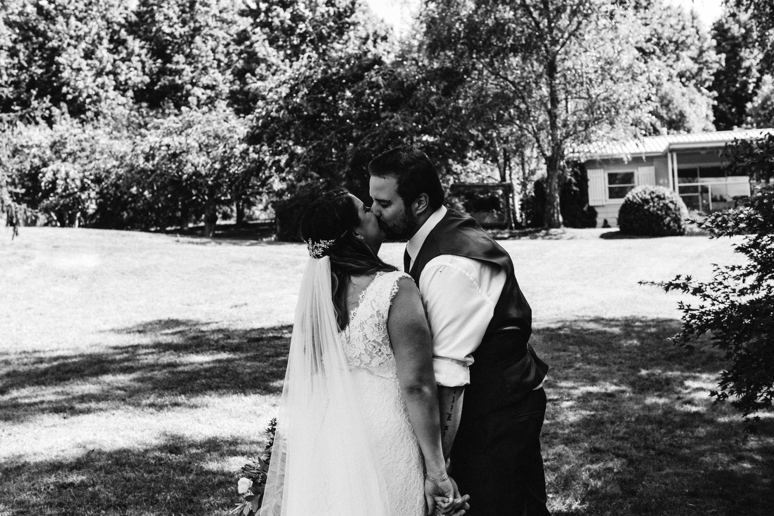 www.emilyobrienphotographynet-jess-ricky-blue-mountains-wedding-89.jpg
