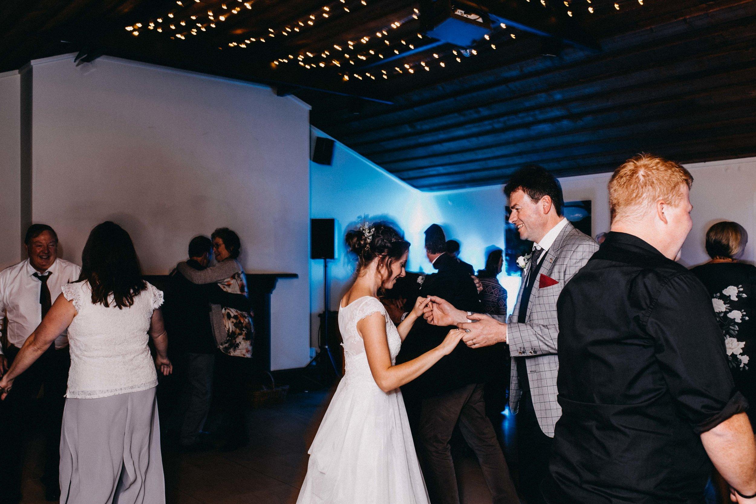 kangaroo-valley-bush-retreat-wedding-lydia-nate-www.emilyobrienphotography.net-171.jpg