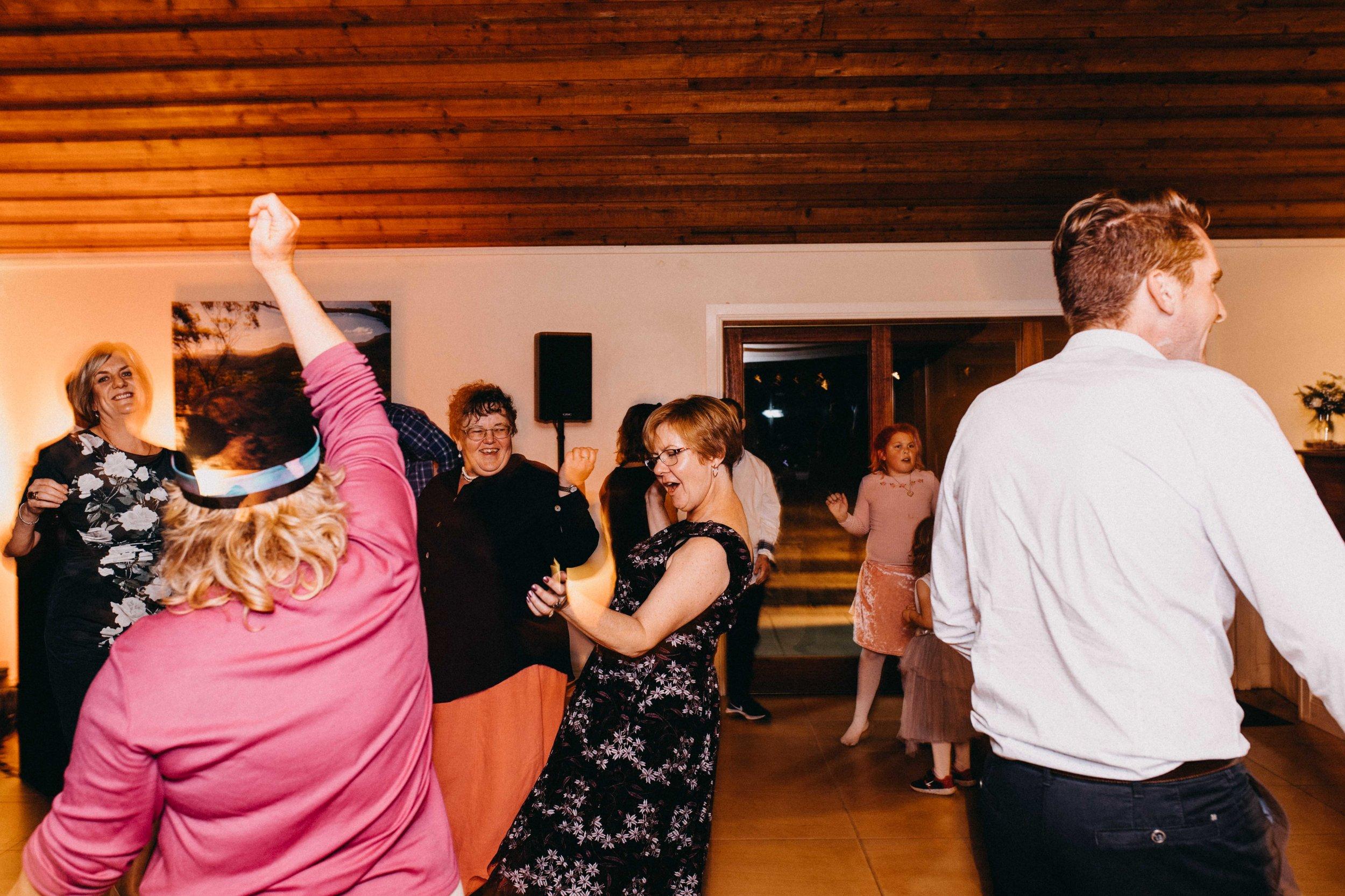 kangaroo-valley-bush-retreat-wedding-lydia-nate-www.emilyobrienphotography.net-174.jpg