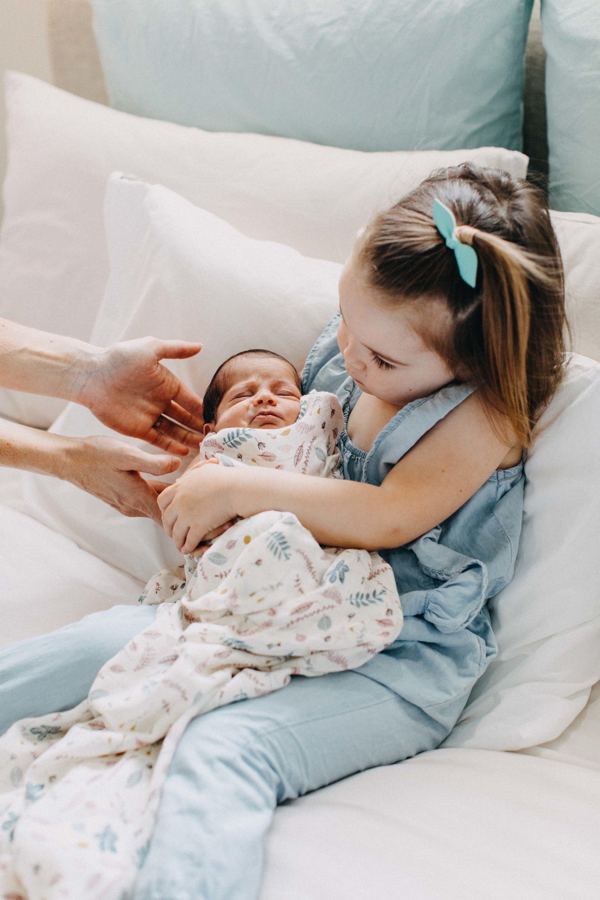 cobbityy-camden-newborn-twin-phootgraphy-violet-brodie-10.jpg