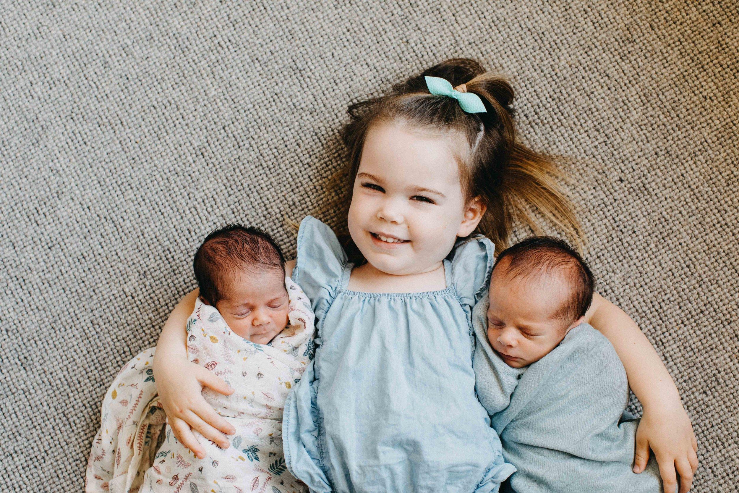 cobbityy-camden-newborn-twin-phootgraphy-violet-brodie-13.jpg