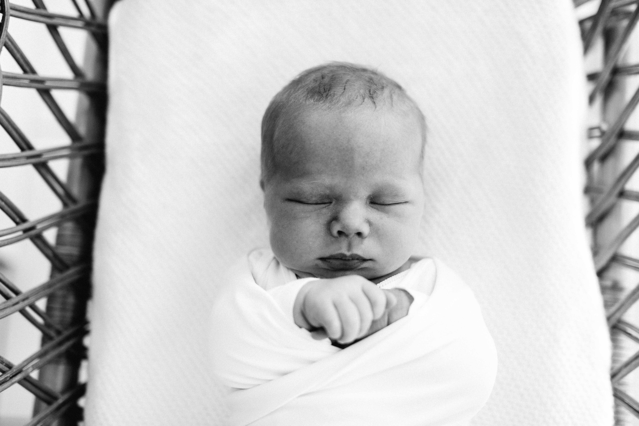 elderslie-newborn-family-photography-thom-maslen-www.emilyobrienphotography-33.jpg