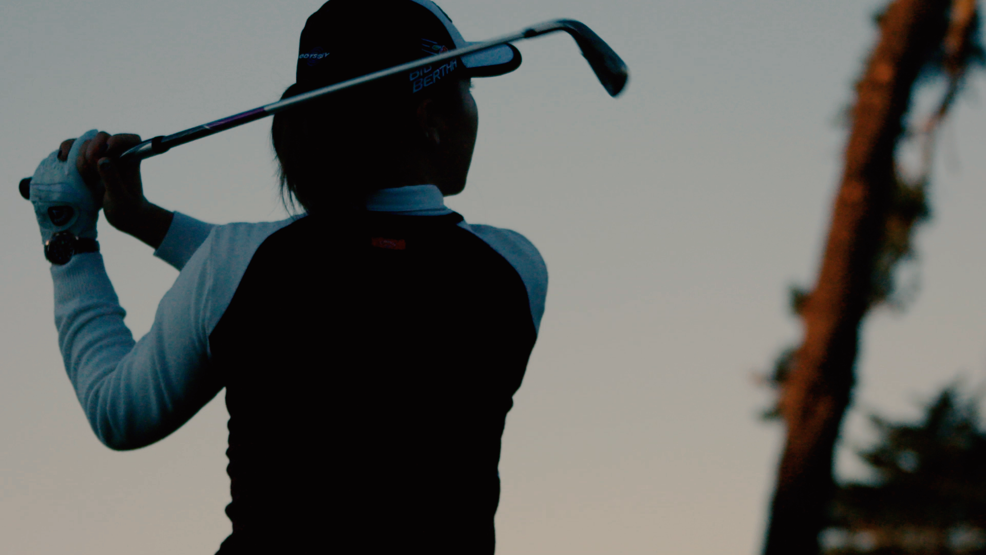LYDIA_KO_morning_swing_from_behind.png
