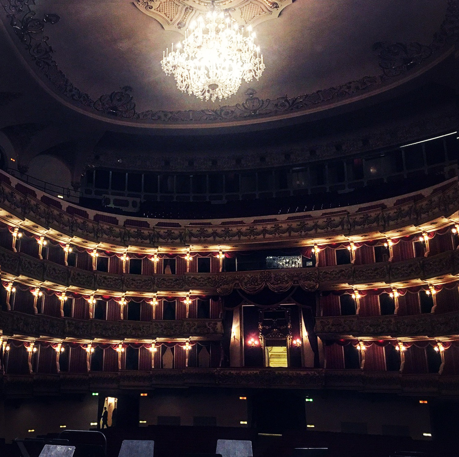 on-stage-verona-theatre.jpg