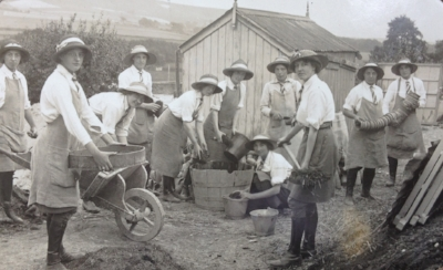 Students at The College for Lady Gardeners