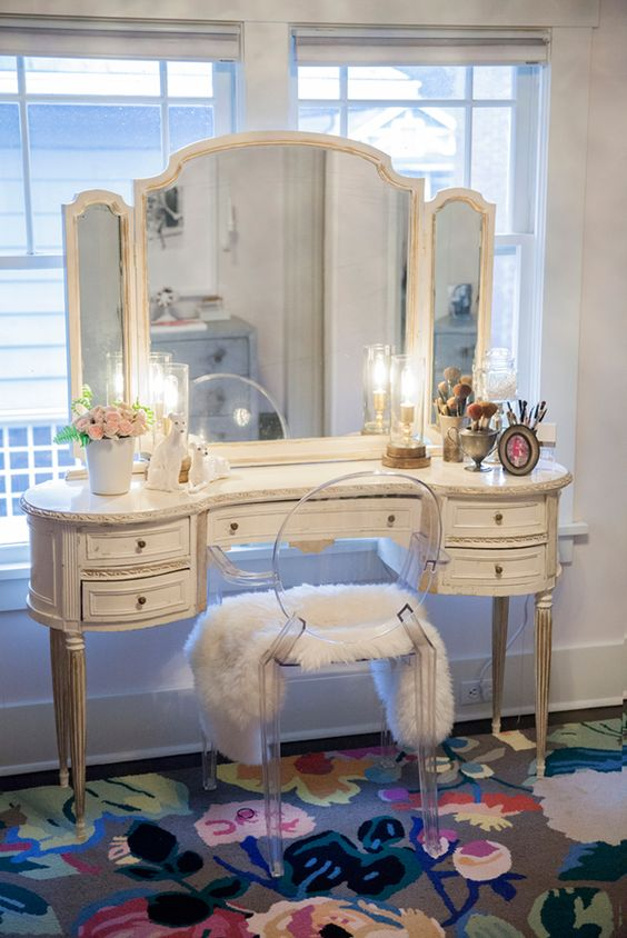 Love this shot of Kelley Moore's vanity set up featured in the first part of her home tour over at  Coco & Kelley
