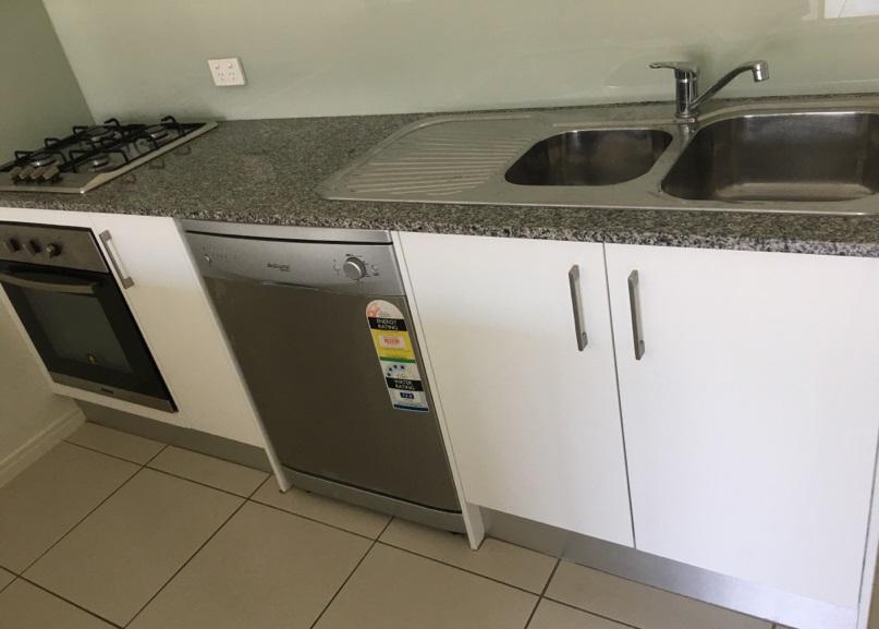 6-Kitchen 3.jpg