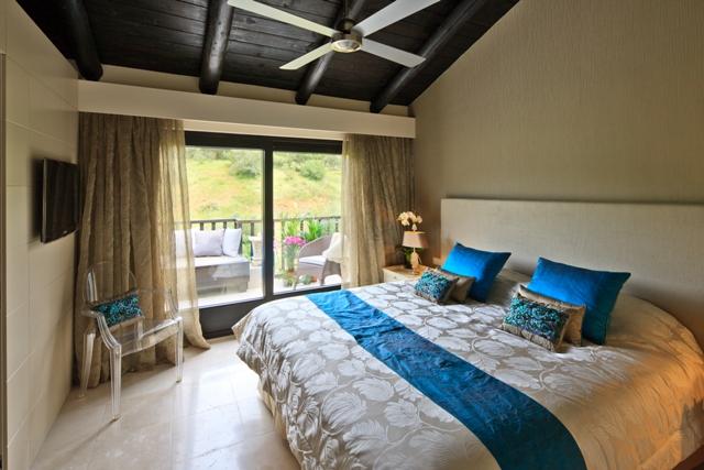 Premium double room 2.jpg