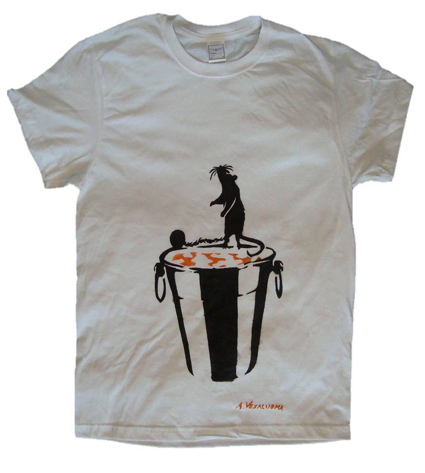 T-shirt tribute to the poor mouse.