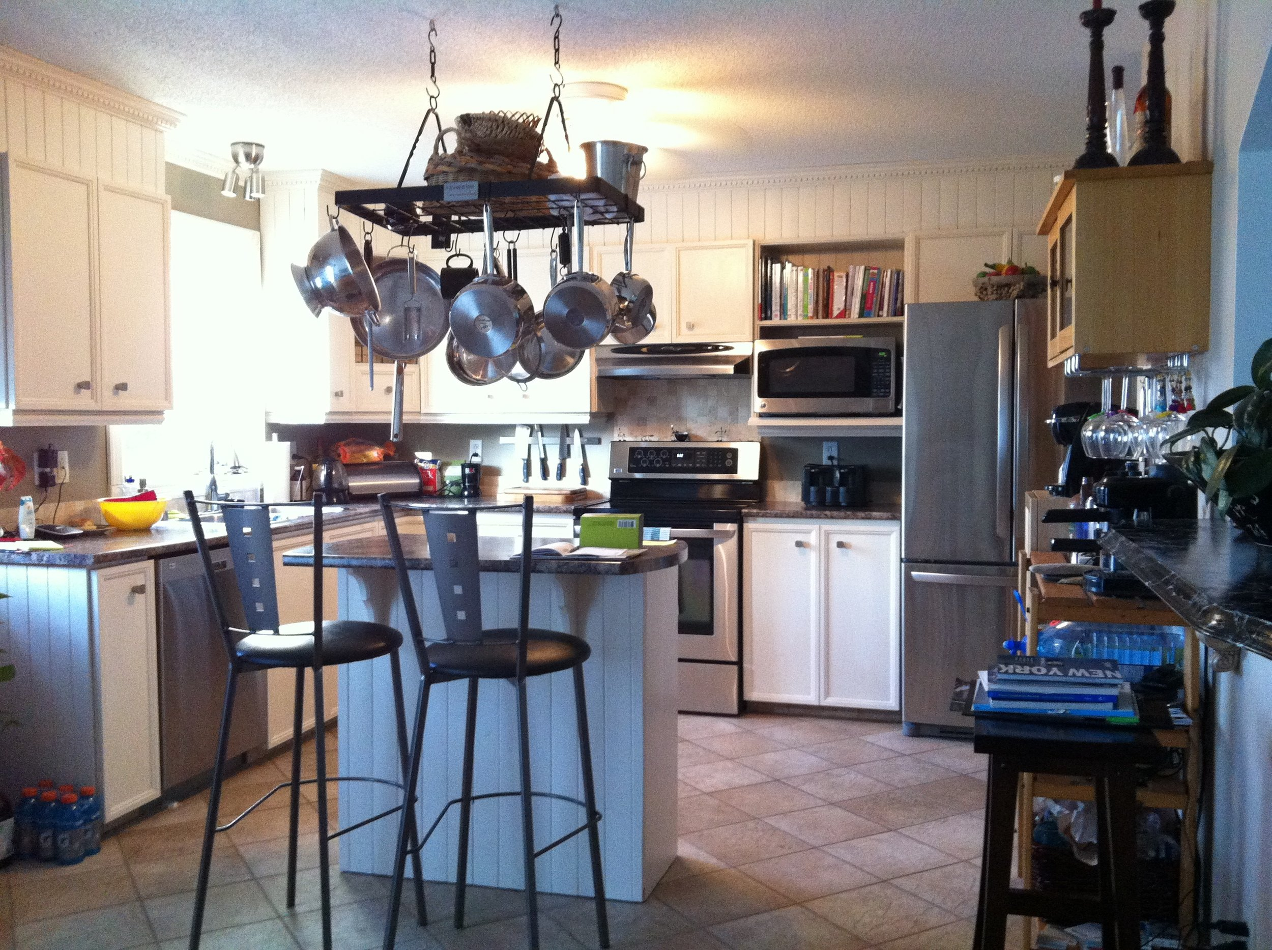 BEFORE: Existing L-shaped kitchen was inefficiently laid out and dated in appearance.