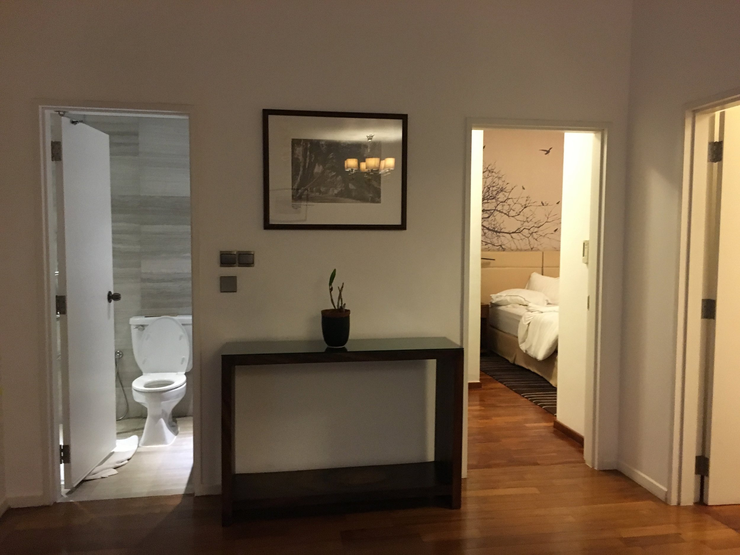 Large executive suite with separate toilette and a second bedroom on the right