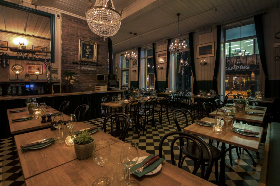 Justisen+Restaurant+bar+og+bakgård.jpg