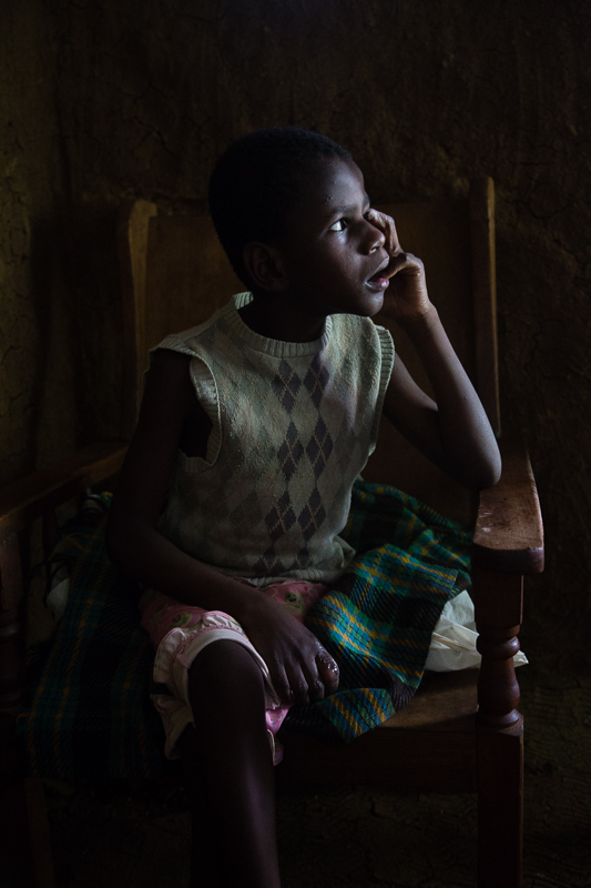 elizabeth-mealey-new-york-photographer-kenyan-child-autism-portrait-window-light-6825.jpg