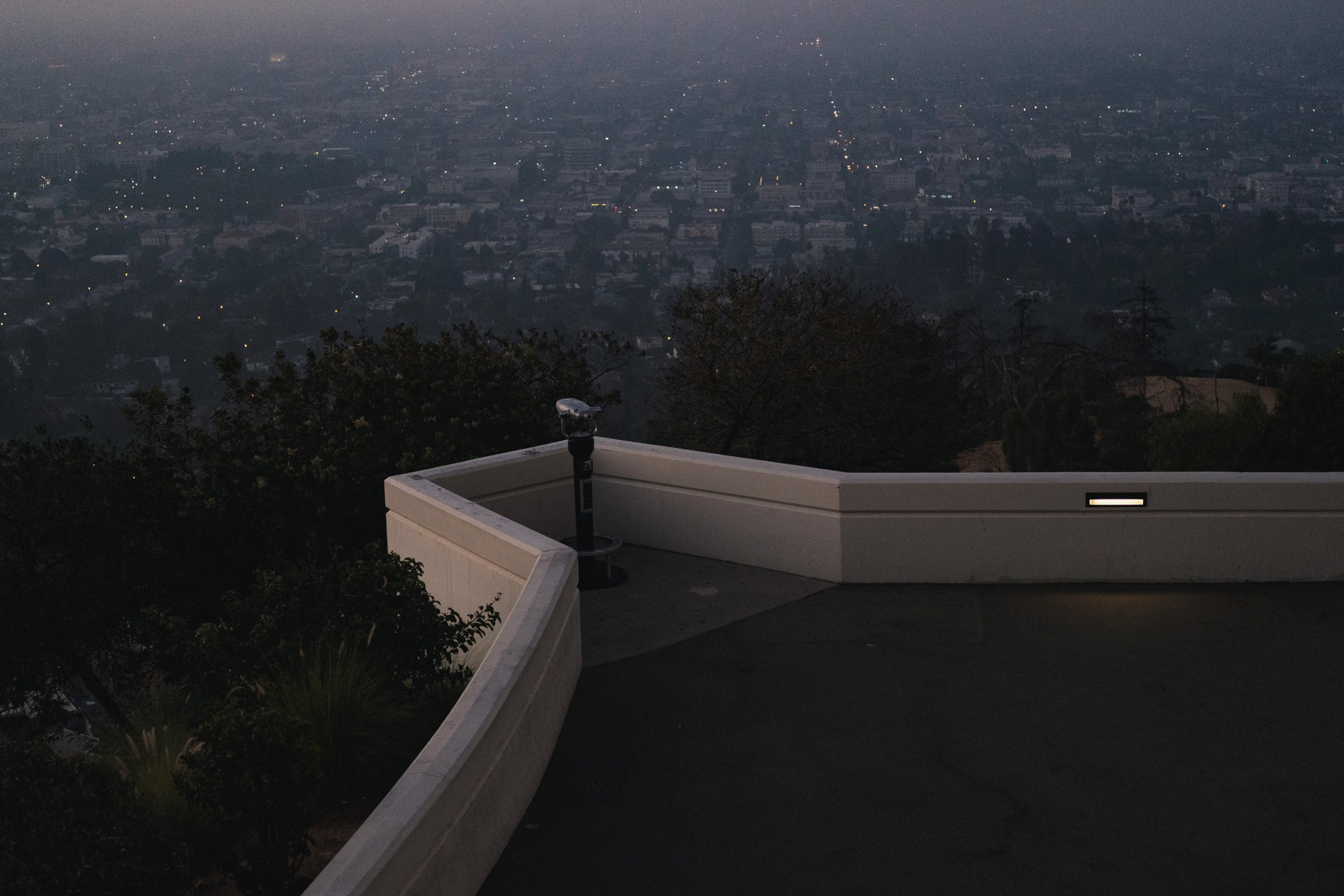 Several observation points give a glimpse of the vastness that is Los Angeles