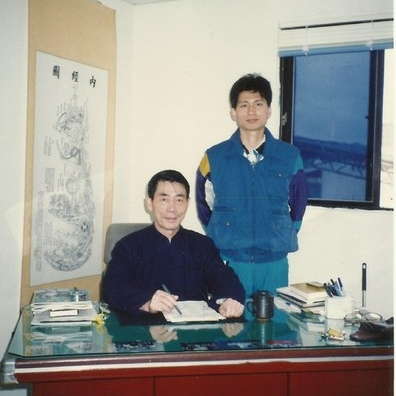 Master Xiong Wei (front) and Master Tung Kuan Yen