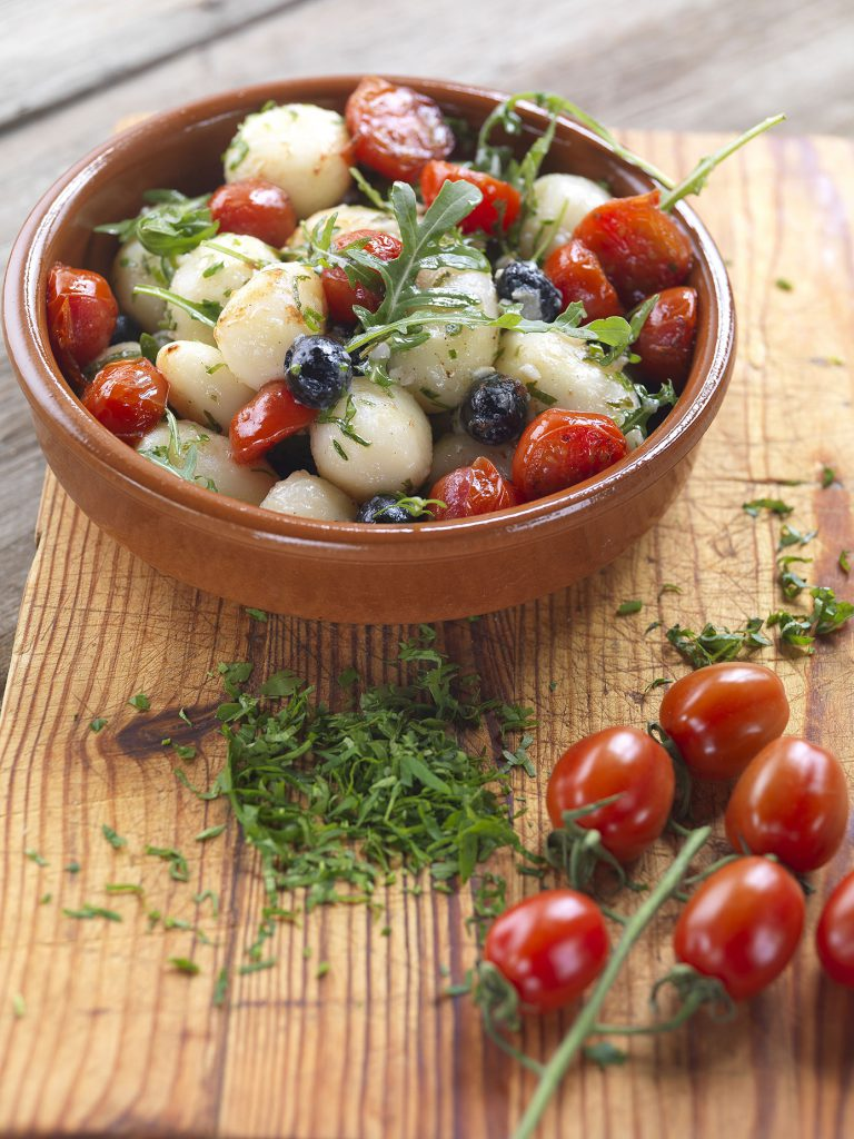 GASTRONOMIA-Ensalada-de-patatas-con-tomates-confitados-5-copia-768x1024.jpg