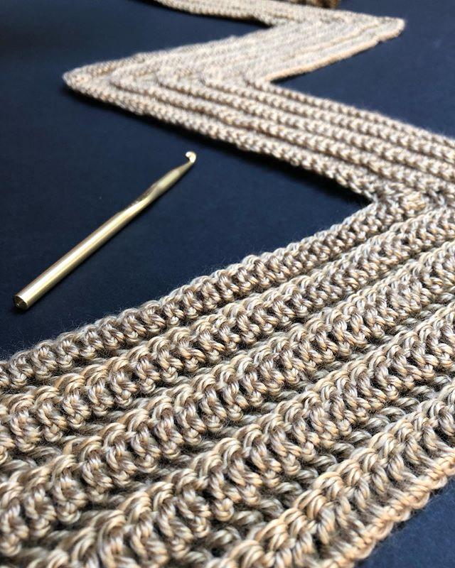 〰️Living that zig zag lyfe 〰️ . . . #megmadewithlove #crochet #crocheting #crochetlove #crochetstitch #crochetpattern #crochetersofinstagram #crochetgirlgang #ourmakerlife #craftastherapy #diy #handmade #yarn