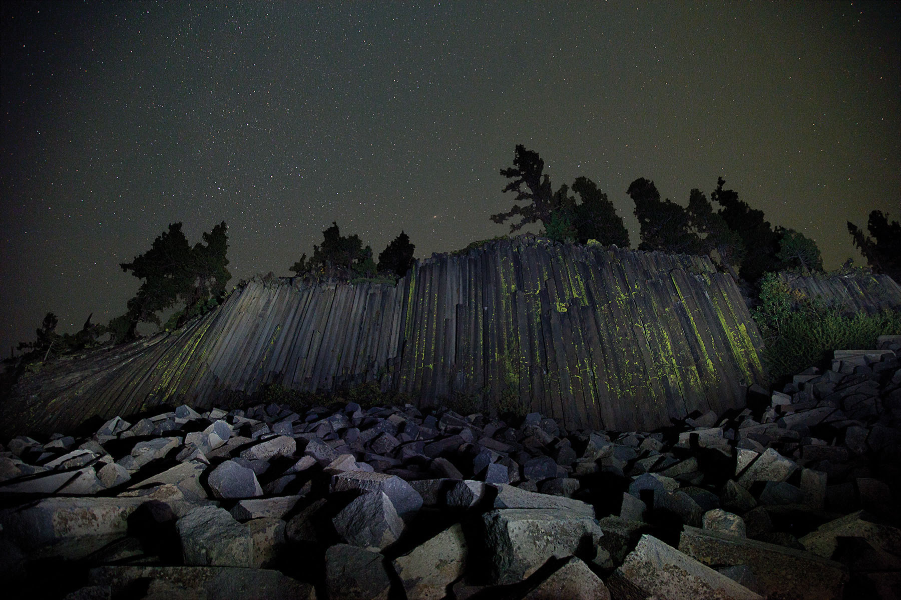 Devils Postpile under the stars - DarkSkyPhotography.com