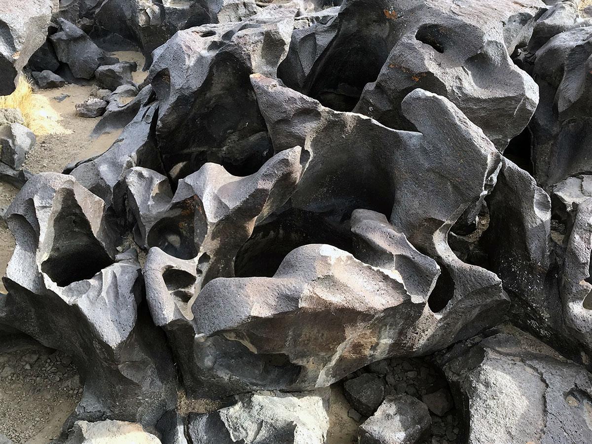 Fossil Falls up close