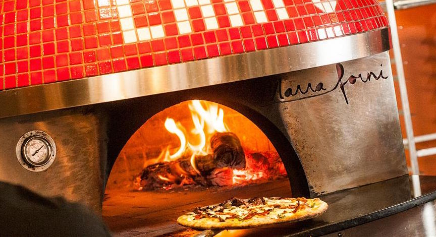 Campo's wood-fired oven churns out beautiful Napolitano-style pizzas ( campomammoth.com )