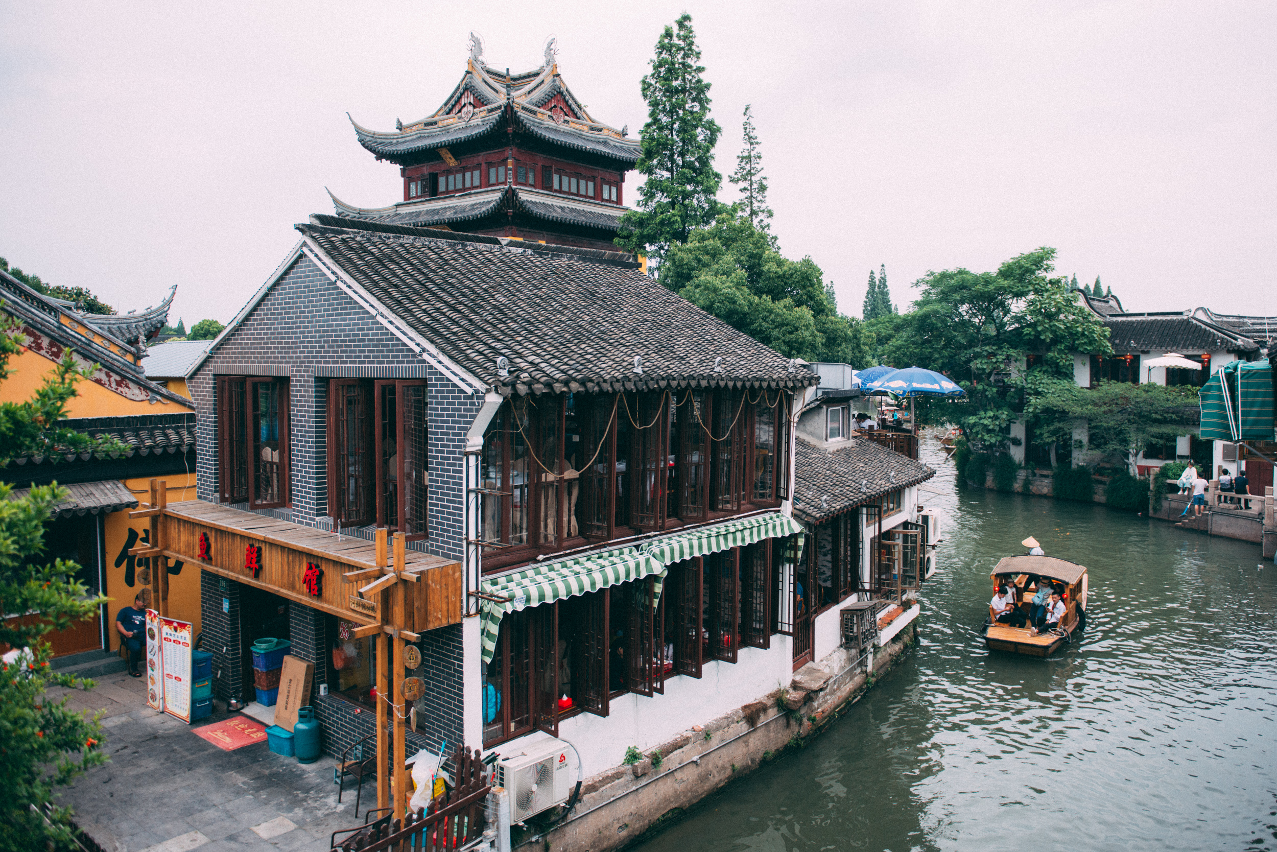 JH2238_restaurant-by-the-river.jpg