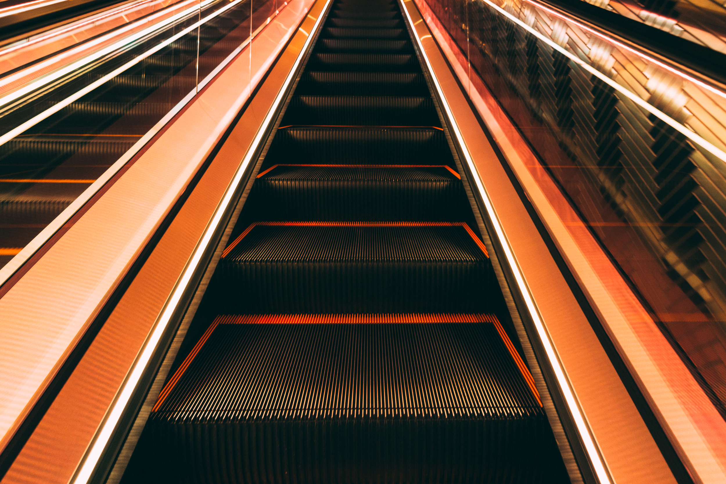 JH9999_escalator.jpg