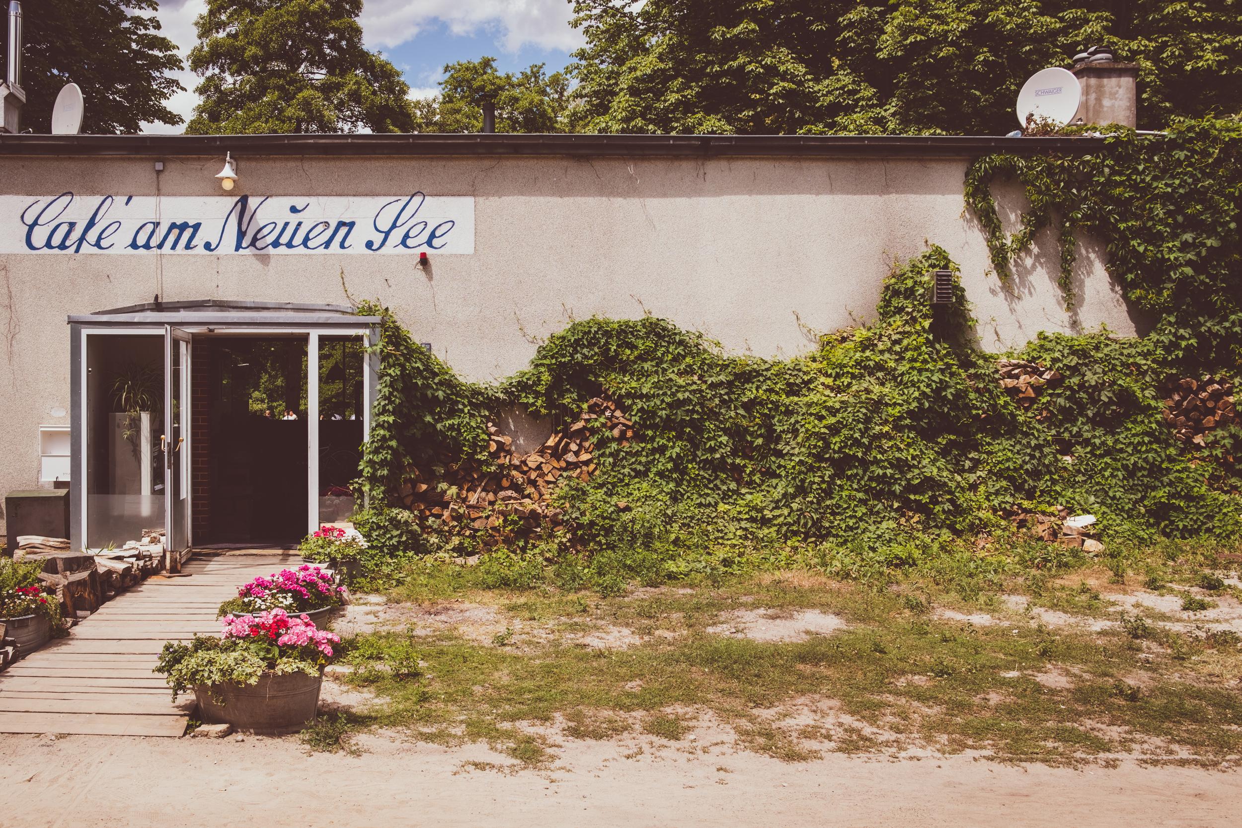 EH2466_Cafe-am-Neuen-See.jpg