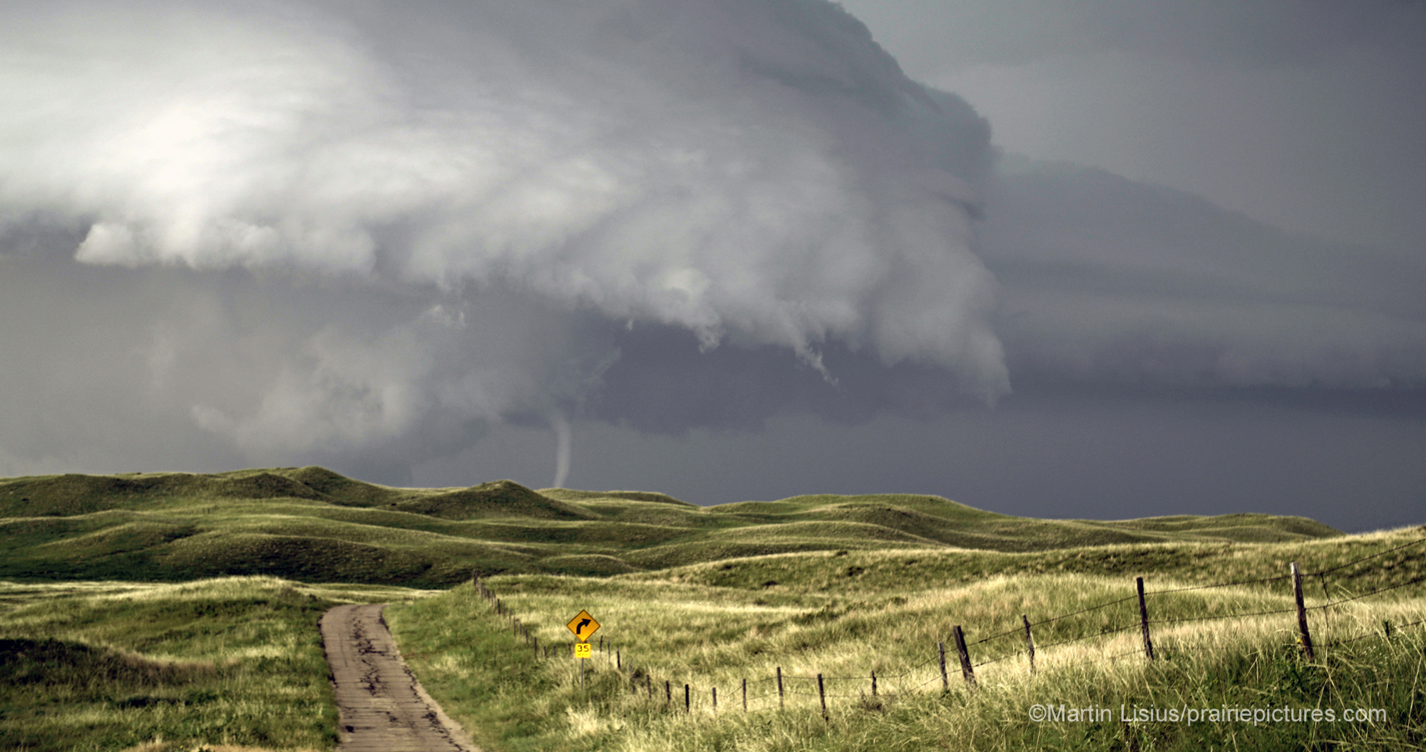 Best_Gear_for_Storm_Photography_by_Martin_Lisius_tornado