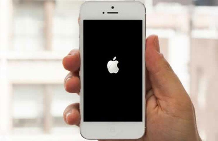 iPhone-Stuck-On-Apple-Logo.jpg