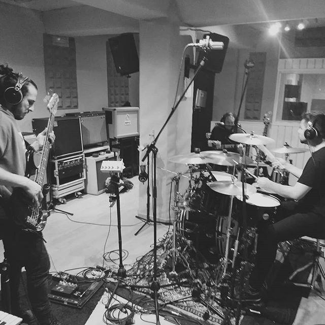 Seguimos grabando base rítmica de Turbofun 🔥🔥 Latin power! 🔥🔥 . . . #studio #audio #recording #music #silverrecordings #tape #otari #reel #reeltoreel #photography #basquecountry #bilbao #sounds #echo #latin #latinoamericano